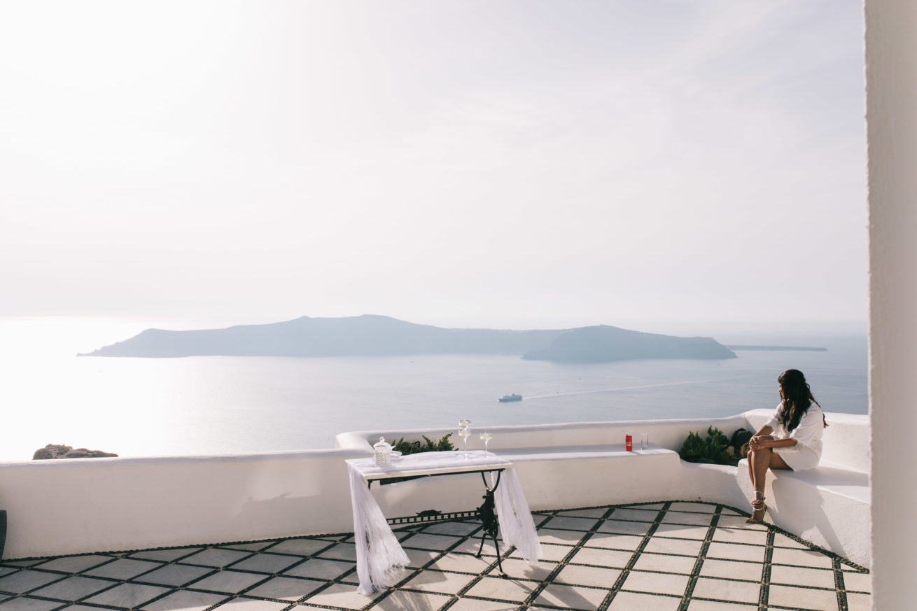 4-10-Wedding_in_VallaisVillas-Santorini-2