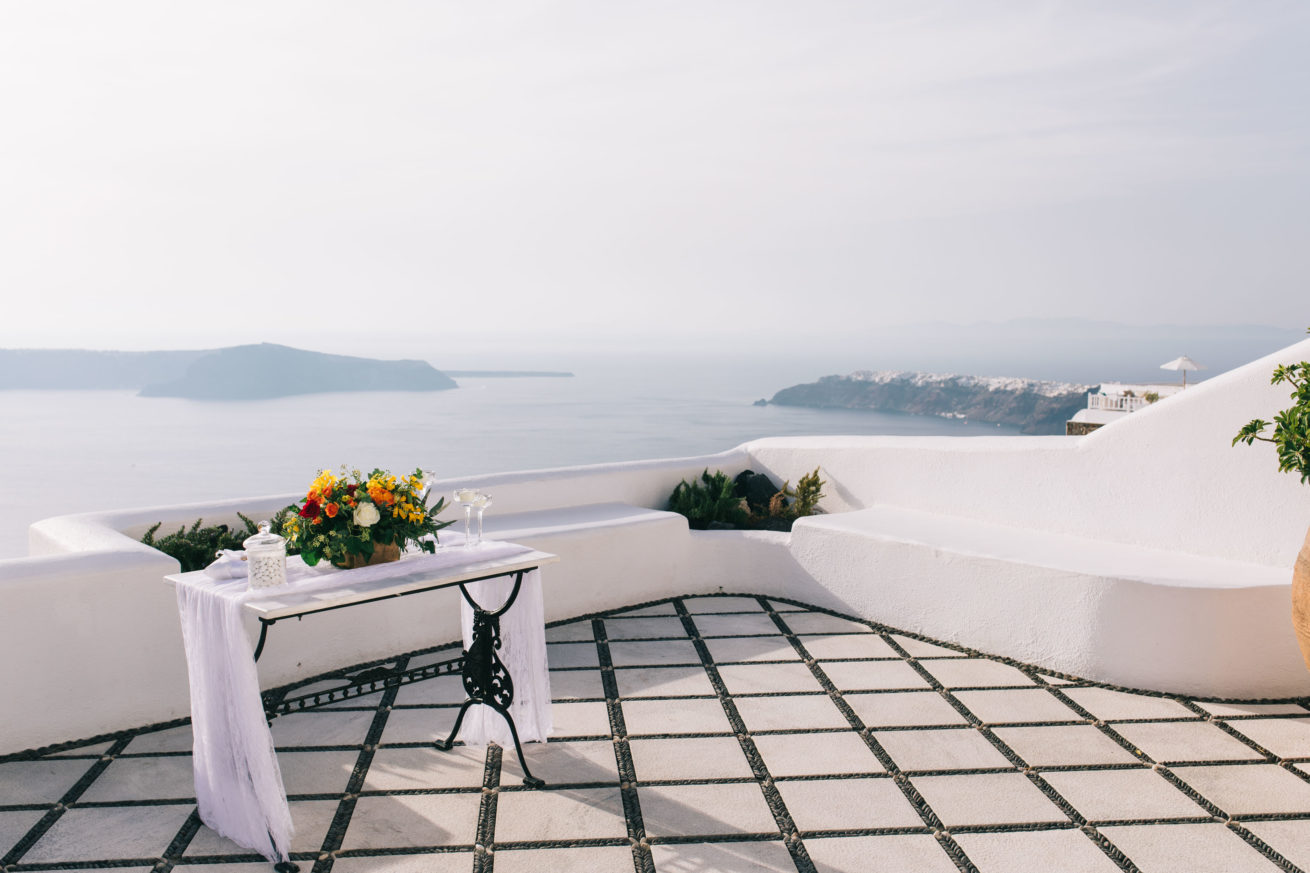 4-10-Wedding_in_VallaisVillas-Santorini-65