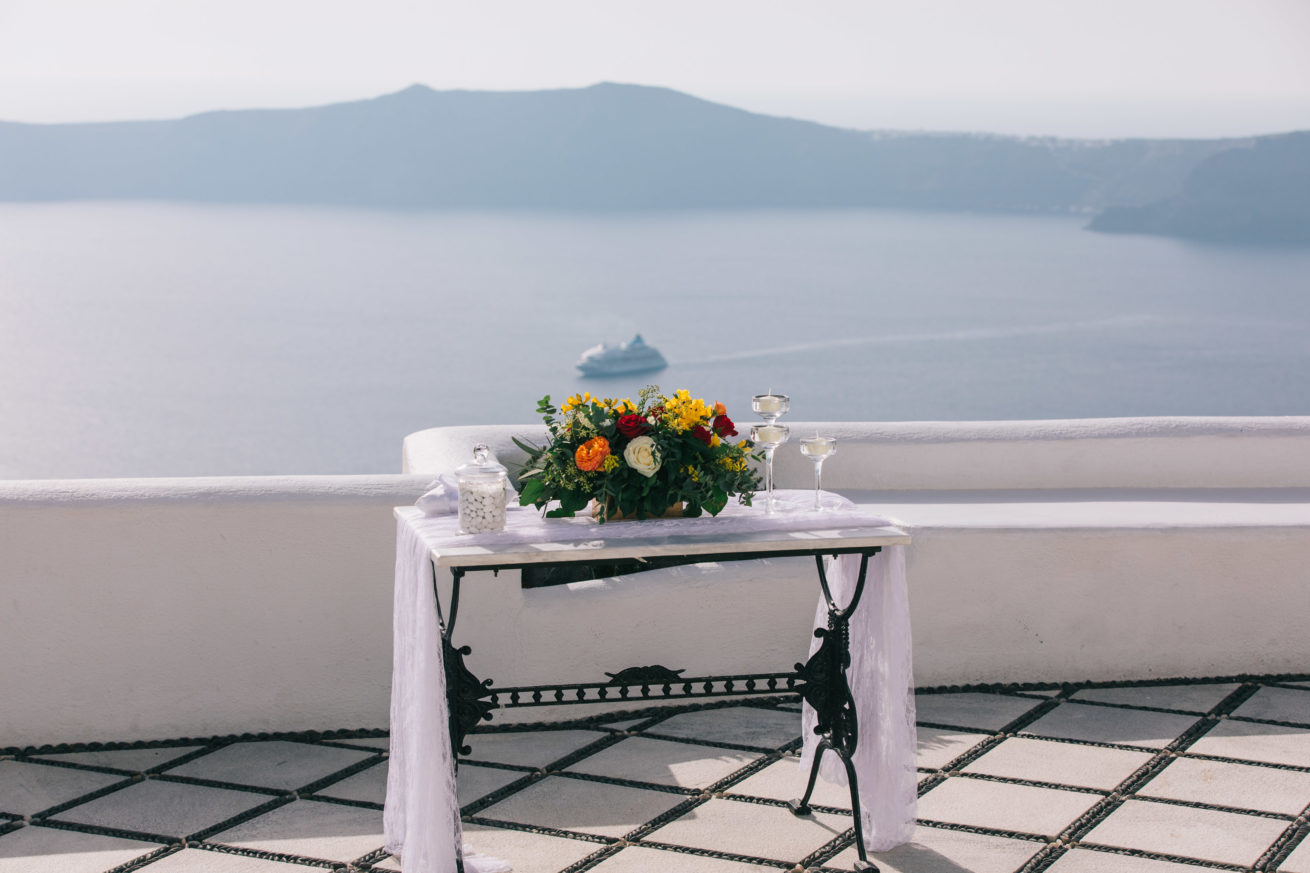 4-10-Wedding_in_VallaisVillas-Santorini-7