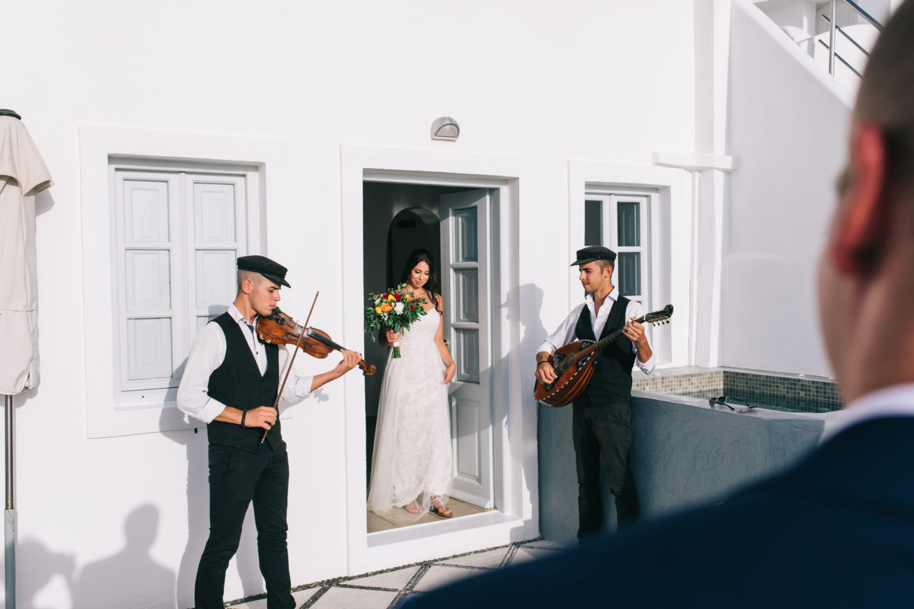 4-10-Wedding_in_VallaisVillas-Santorini-80